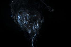 arti peribahasa MENGUSIR ASAP, MENINGGALKAN API