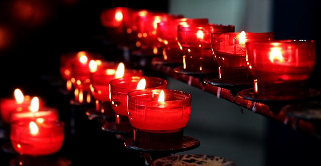 Arti Idiom CANT HOLD A CANDLE TO SOMEONE SOMEBODY