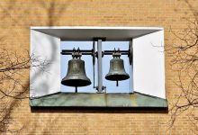 arti idiom ring a bell A