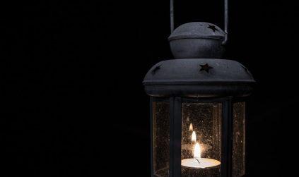 Arti Peribahasa SEPERTI LAMPU KEKURANGAN MINYAK